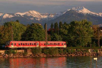 Zug Bahndamm Lindau